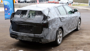 2018-toyota-avensis-wagon-spy-photo (1)