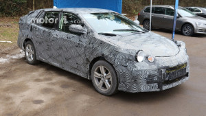 2018-toyota-avensis-wagon-spy-photo