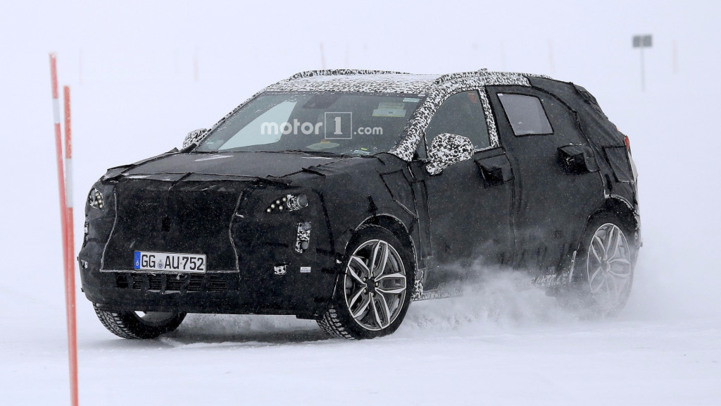 2019-cadillac-xt4-spy-photo (1)