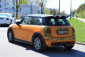 2018-mini-cooper-s-facelift-starts-testing-on-the-road_12
