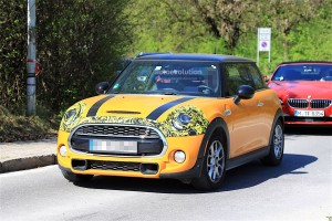 2018-mini-cooper-s-facelift-starts-testing-on-the-road_4