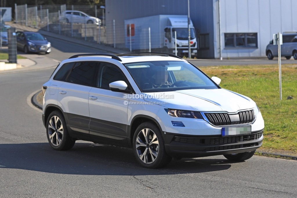 2018-skoda-yeti-replacement-karoq-gets-into-focus-in-new-spy-photos-117279_1