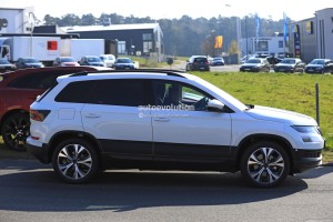 2018-skoda-yeti-replacement-karoq-gets-into-focus-in-new-spy-photos_4