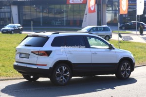 2018-skoda-yeti-replacement-karoq-gets-into-focus-in-new-spy-photos_6