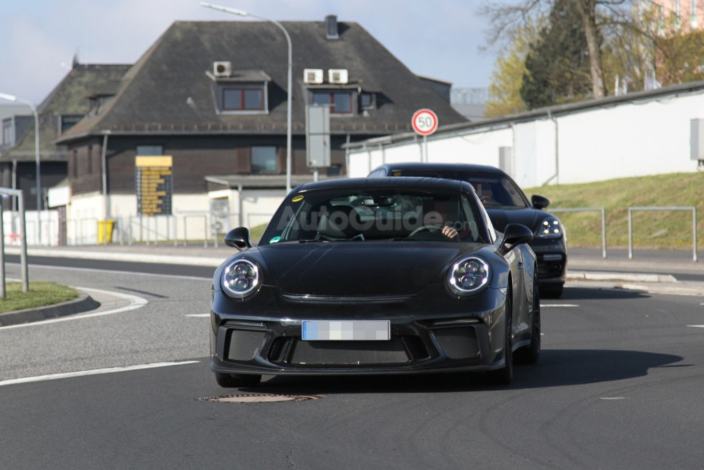 mysterious-porsche-911-spy-photos-01