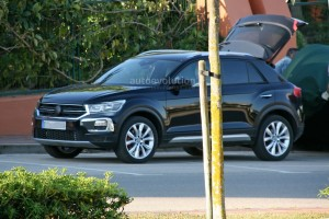 volkswagen-t-roc-spied-with-minimal-camouflage-has-red-calipers_2