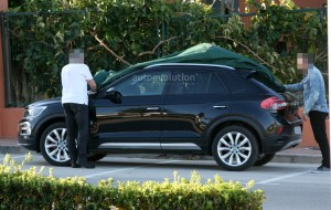 volkswagen-t-roc-spied-with-minimal-camouflage-has-red-calipers_3