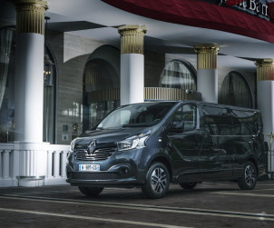 2017-renault-trafic-spaceclass-01