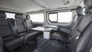 2017-renault-trafic-spaceclass-03