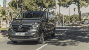 2017-renault-trafic-spaceclass-07