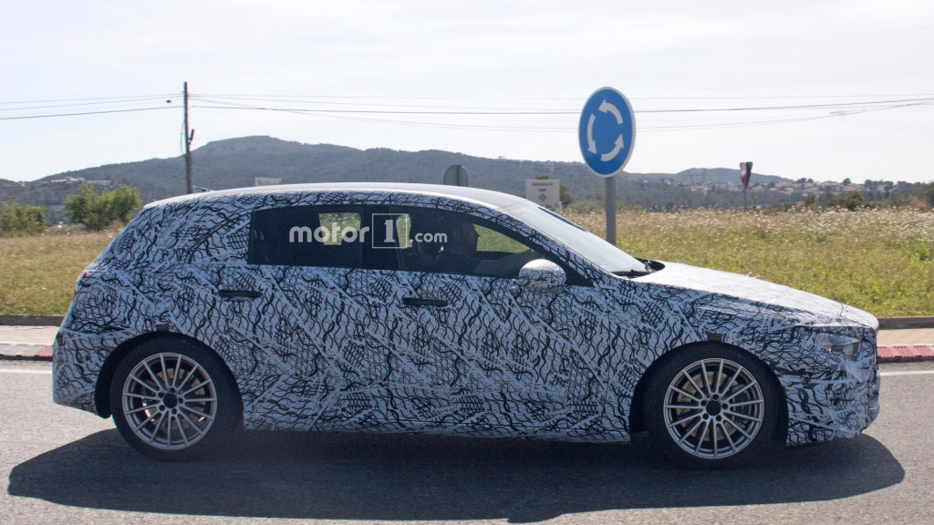 2019-mercedes-amg-a40-spy-photo (1)