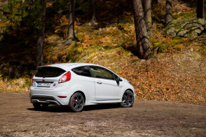 2016-ford-fiesta-st200-test-2