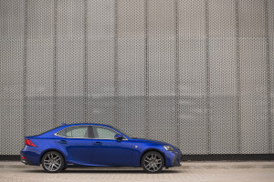 2017-lexus-is300h-f-sport-test-12