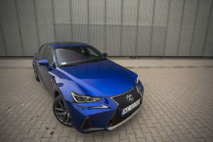 2017-lexus-is300h-f-sport-test-17