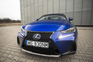 2017-lexus-is300h-f-sport-test-2