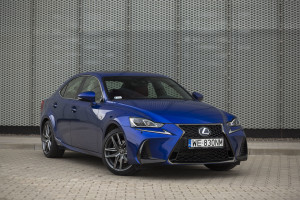 2017-lexus-is300h-f-sport-test-20