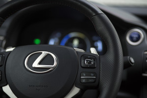 2017-lexus-is300h-f-sport-test-32