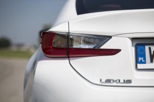2016-lexus-rc-200t-f-sport-test-6