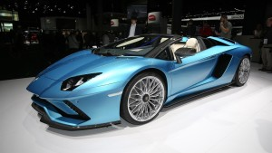 2018-lamborghini-aventador-s-roadster-motor1-1