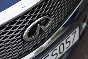 2015-infiniti-q70-hybrid-premium-tech-test-16