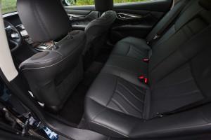 2015-infiniti-q70-hybrid-premium-tech-test-20