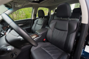 2015-infiniti-q70-hybrid-premium-tech-test-22