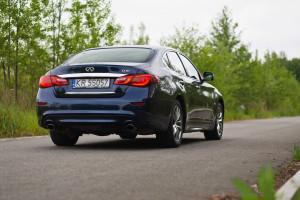 2015-infiniti-q70-hybrid-premium-tech-test-4