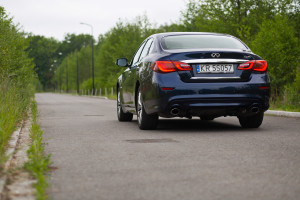 2015-infiniti-q70-hybrid-premium-tech-test-6