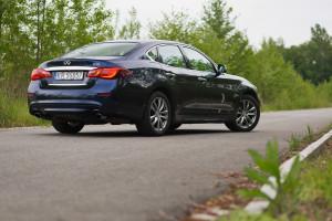 2015-infiniti-q70-hybrid-premium-tech-test-8