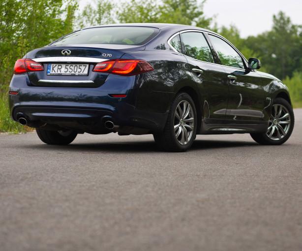2015-infiniti-q70-hybrid-premium-tech-test-wyrozniajacy