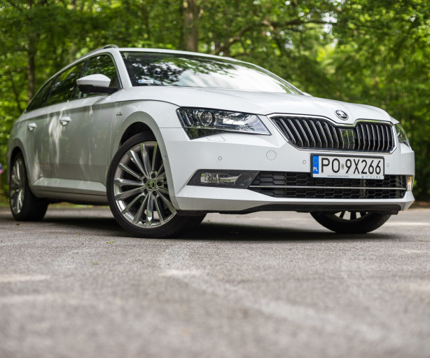 2016-skoda-superb-2-0-tsi-combi-test-1