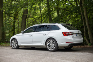 2016-skoda-superb-2-0-tsi-combi-test-10