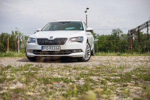2016-skoda-superb-2-0-tsi-combi-test-11