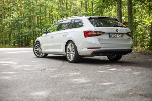 2016-skoda-superb-2-0-tsi-combi-test-12