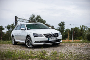 2016-skoda-superb-2-0-tsi-combi-test-13