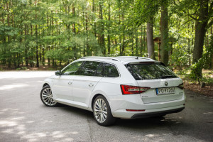 2016-skoda-superb-2-0-tsi-combi-test-2