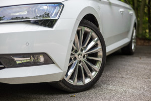 2016-skoda-superb-2-0-tsi-combi-test-20