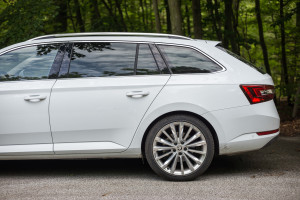 2016-skoda-superb-2-0-tsi-combi-test-24