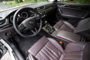 2016-skoda-superb-2-0-tsi-combi-test-29