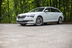 2016-skoda-superb-2-0-tsi-combi-test-3