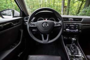2016-skoda-superb-2-0-tsi-combi-test-32