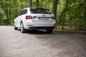 2016-skoda-superb-2-0-tsi-combi-test-4