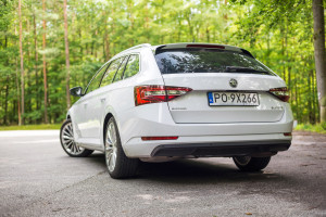 2016-skoda-superb-2-0-tsi-combi-test-6