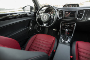 2017-volkswagen-new-beetle-2-0-tsi-r-line-05