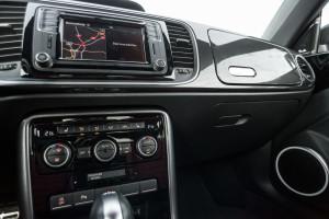 2017-volkswagen-new-beetle-2-0-tsi-r-line-08