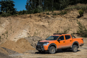 2017-mitsubishi-l200-monster-28