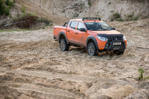 2017-mitsubishi-l200-monster-8