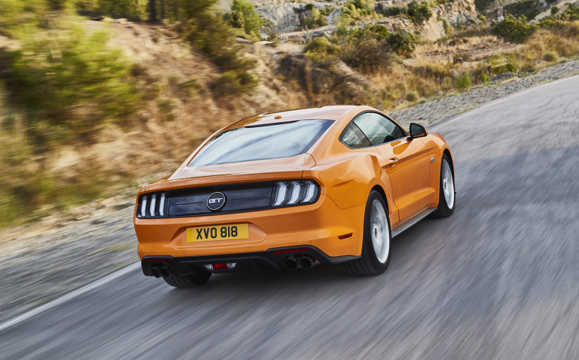 2018-ford-mustang-gt-01