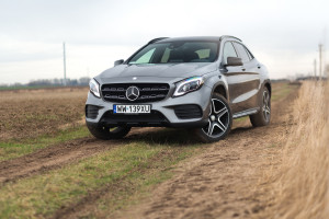 2017-mercedes-benz-gla-220-test-1