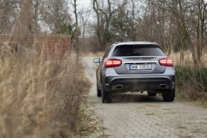 2017-mercedes-benz-gla-220-test-4